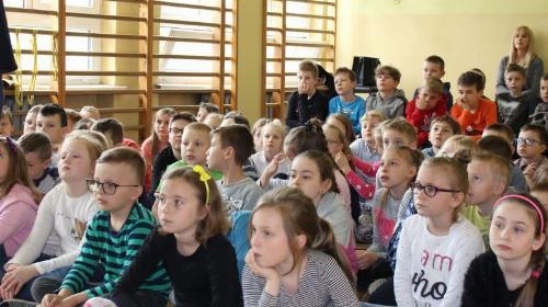 """Obrazek galerii SPOTKANIE Z AKTOREM KSIĄŻKI PT: """" CUKIERKU, TY ŁOBUZIE"""" PANEM WALDEMAREM CICHONIEM"""